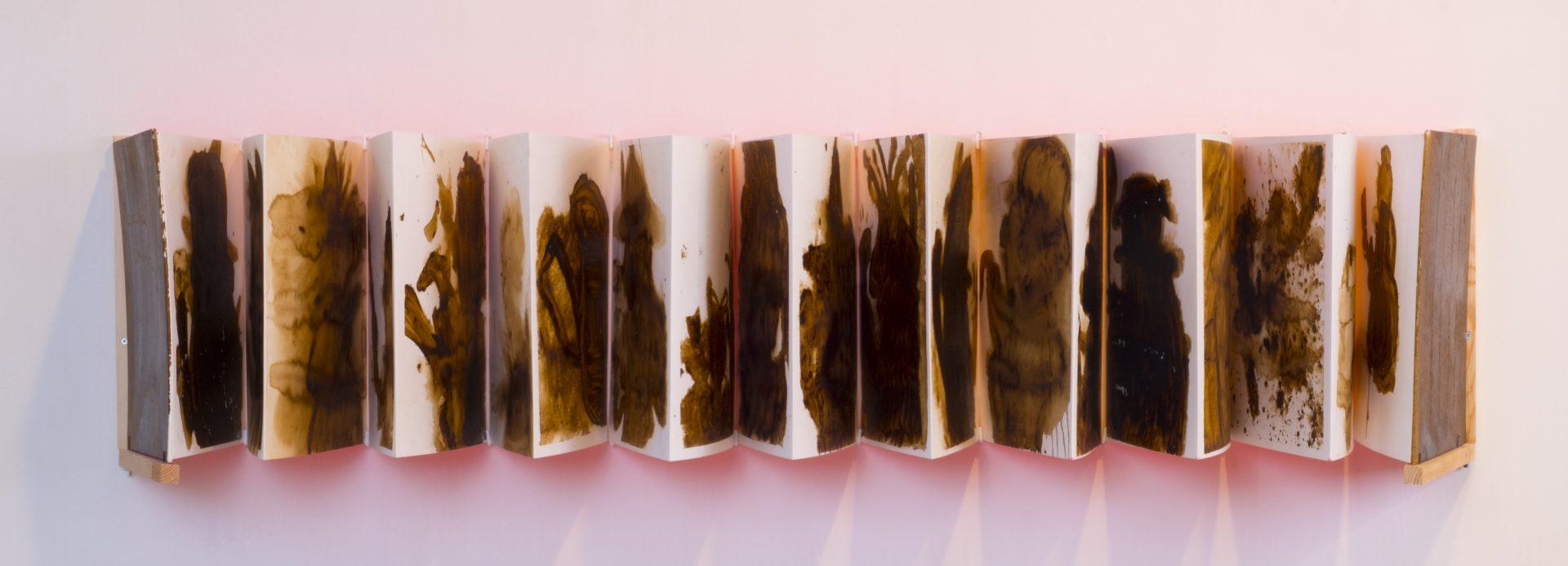 Racconti d'ombra<br>APR05<br>misure: 70 x 100 cm<br>tecnica: colature di estratto di liquirizia su carta bianca <br>anno: 2018<br><br>DISPONIBILE