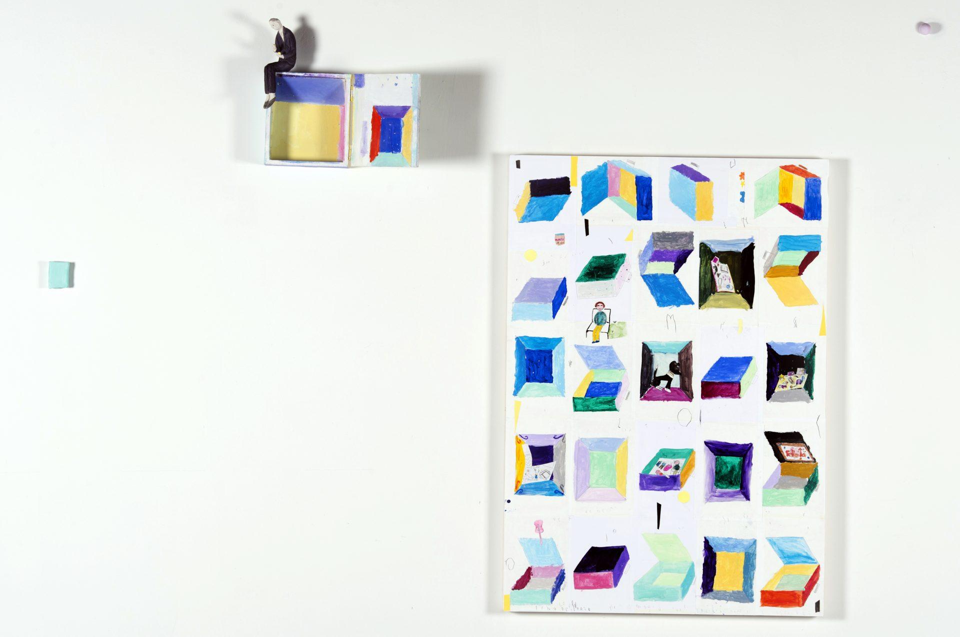 Abbiamo perso la testa<br>PND04<br>misure: 100 x 70 cm<br>tecnica: ceramica su supporto in legno, disegni acrilico su carta<br>anno: 2016<br><br>DISPONIBILE