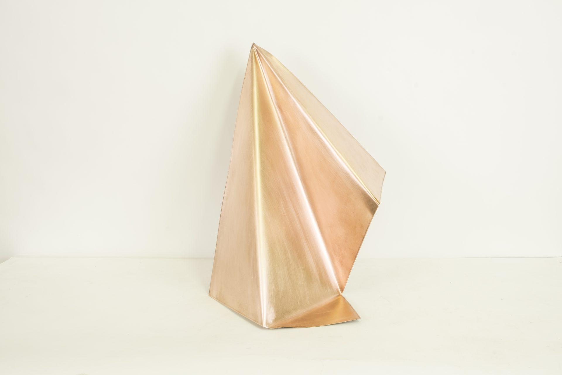 Genitori Forti<br>SPR03<br>misure: 52 x 75,5 x 28 cm<br>tecnica: scultura di rame<br>anno: 2018