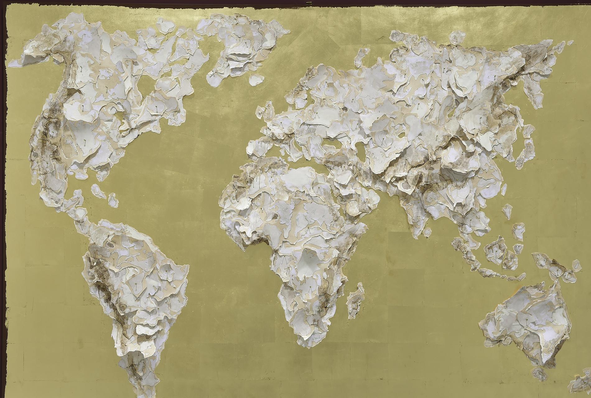 """Il mondo che vorrei<br>CBB<br>misure: 150 x 220 cm<br>tecnica: collage di carta su oro a foglia e acrilico<br>anno: 2016<br><br><span style=""""color:red"""">NON DISPONIBILE</span>"""