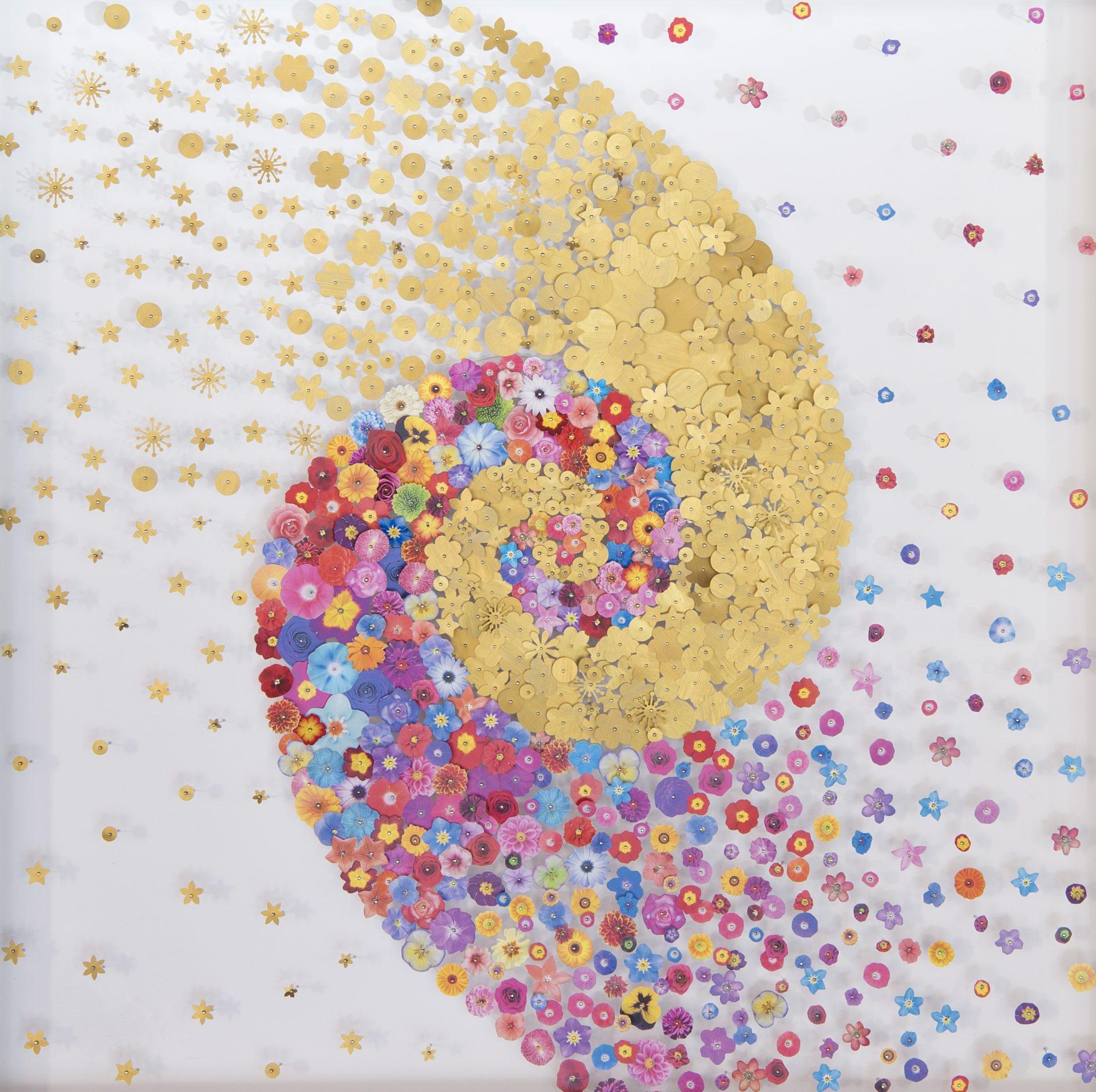 Aggregazioni molecolari e piccole storie della natura<br>MLTT03<br>misure: 70 x 70 cm<br>tecnica: tasselli in pvc stampato e dorato su poliplat<br>anno: 2017<br>
