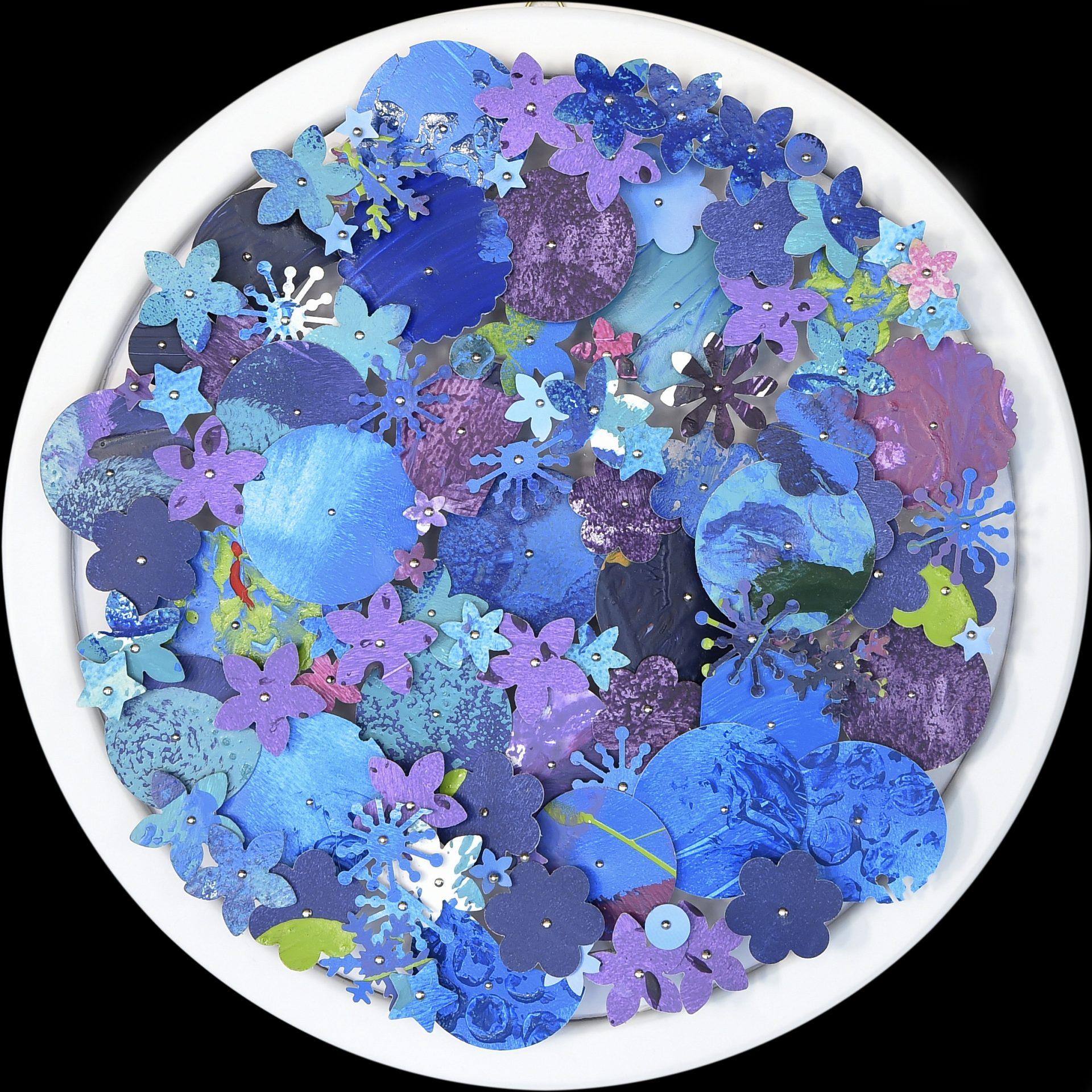 Aggregazioni molecolari e piccole storie della natura - Particolare<br>MLTT07#02<br>misure: Ø 21 cm<br>tecnica: tasselli in pvc dipinti a acrilico su poliplat<br>anno: 2017<br><br>DISPONIBILE